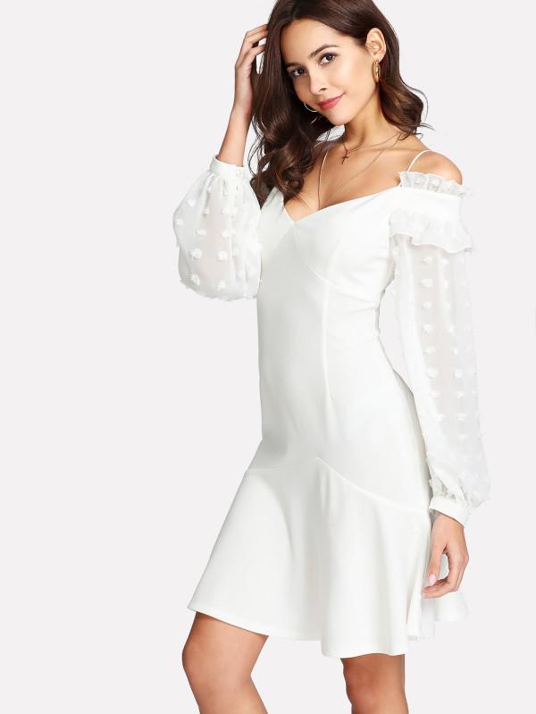 Vestido blanco con hombro descubierto